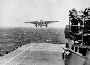 B-25 despegando del Hornet