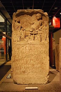 Inscripción procedente de Colonia (Alemania) erigida a finales del siglo I en honor de un veterano de origen hispano de la Legio X Gemina