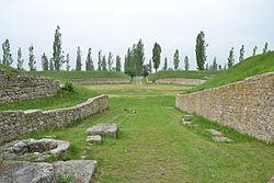 Ruinas del anfiteatro Petronell en Carnuntum, edificado originariamente por la Legio XV Apollinaris