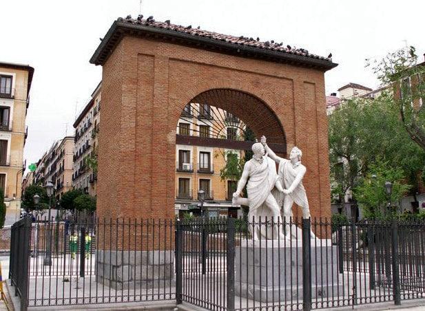 Daoíz y Velarde, estatua en la Plaza 2 de Mayo